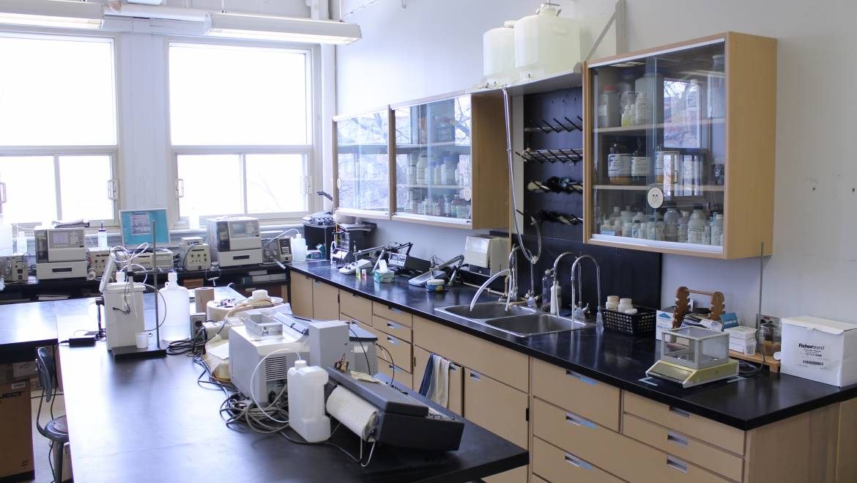 Les laboratoires du Strathcona: multifonctionnels, mais datés