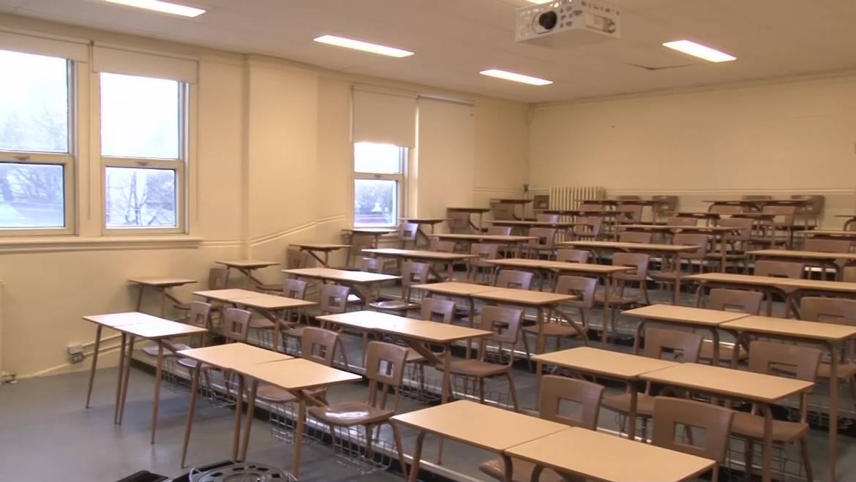 Les laboratoires d'enseignement et les salles de cours du pavillon de géographie