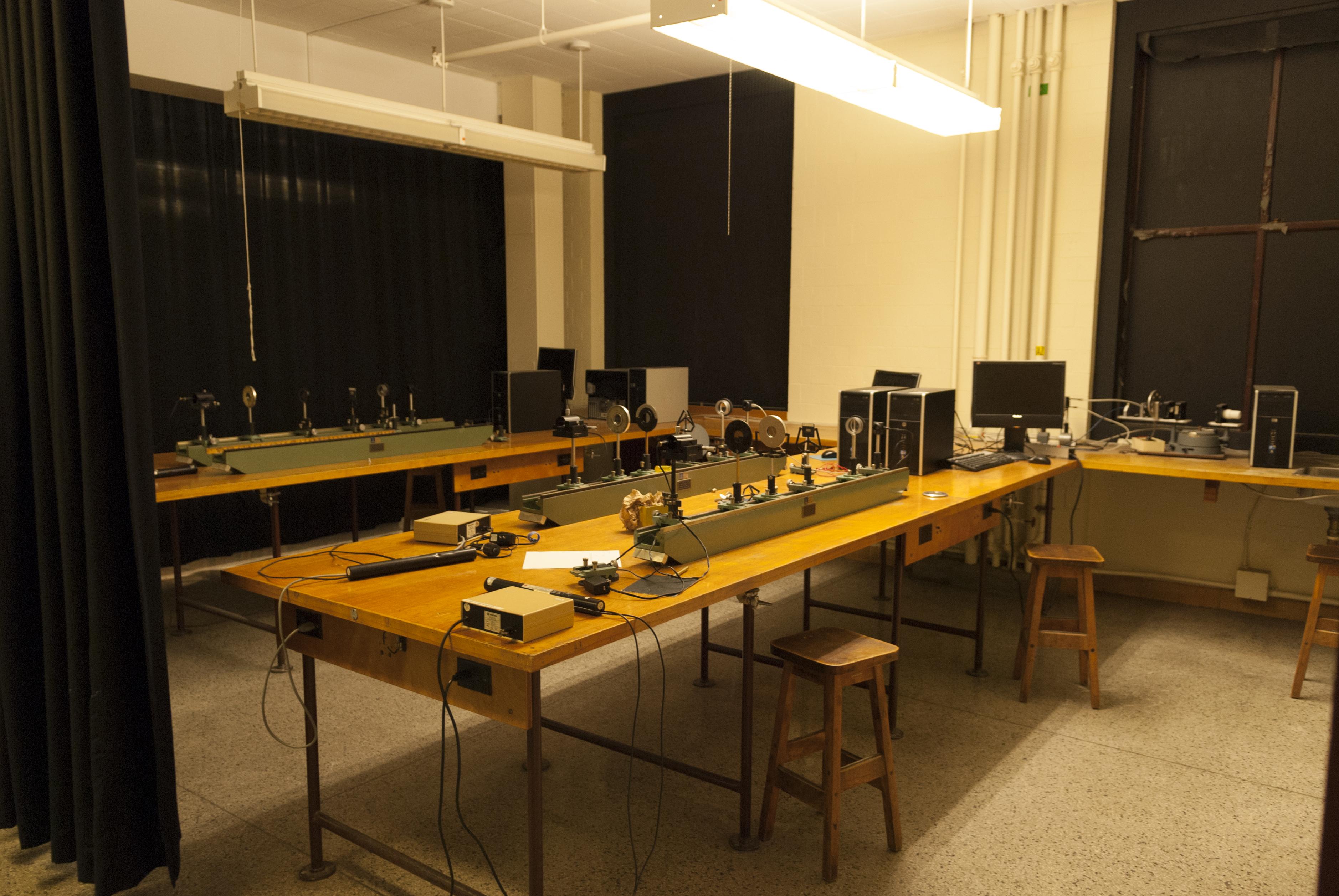 L'arrière-scène des laboratoires et salles de cours du département de physique